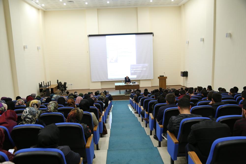 """Üniversitemizde """"Kur'an'ın Anlaşılmasında Sünnetin Önemi"""" Adlı Konferans Düzenlendi"""