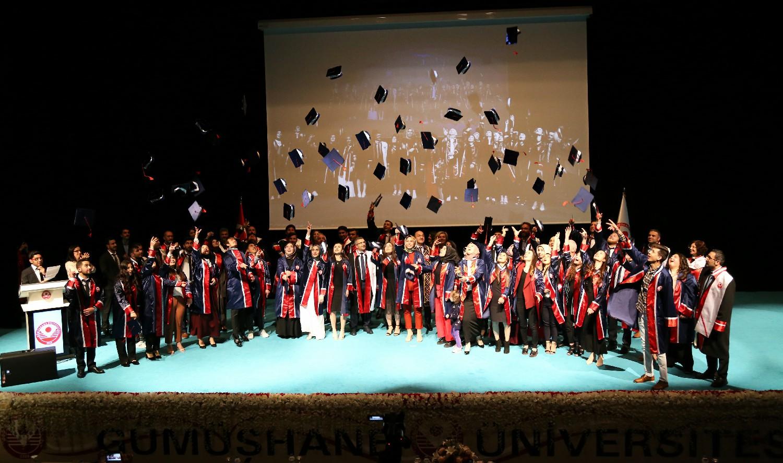 Üniversitemizde Mezuniyet Töreni Coşkulu Bir Şekilde Kutlandı