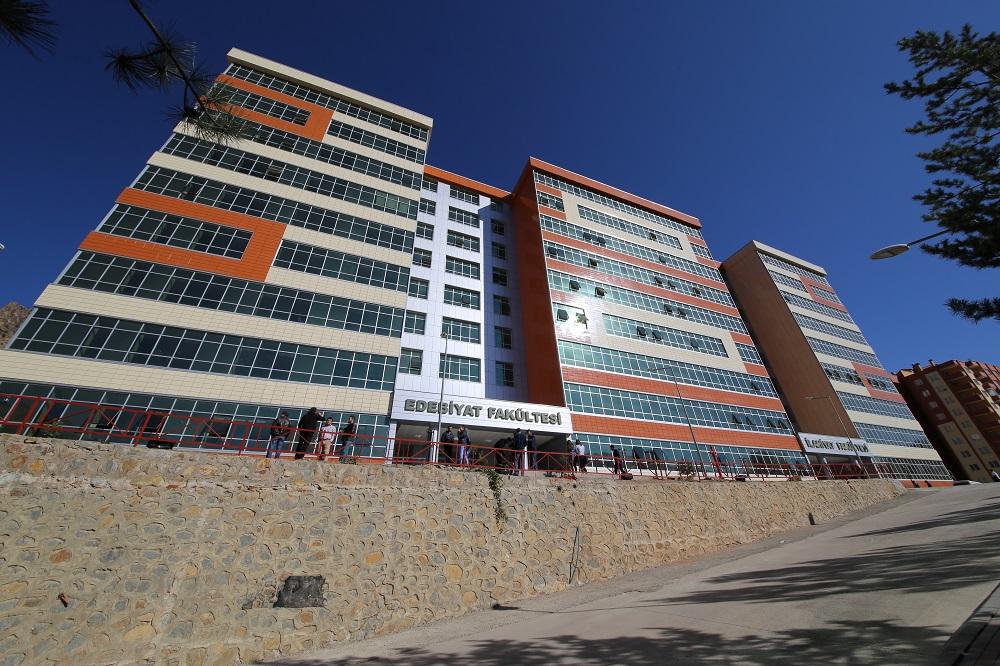Edebiyat Fakültesi Yeni Dönemde Öğrencilerini Bekliyor