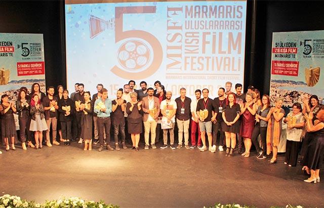 Pembe Kimlik'e uluslararası film festivallerinden iki ödül birden